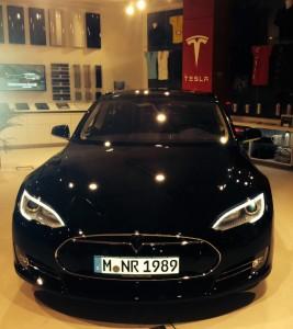 Tesla_Schwarz
