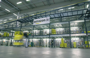 Amazon_Bad Hersfeld_Innenansicht_ mit_Amazon_Logo